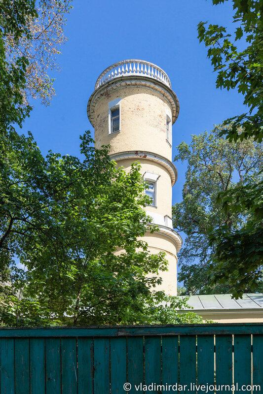 Водонапорная башня в хозяйственном дворе усадьбе Горки
