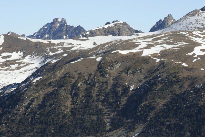 Энкамп, вершины гор