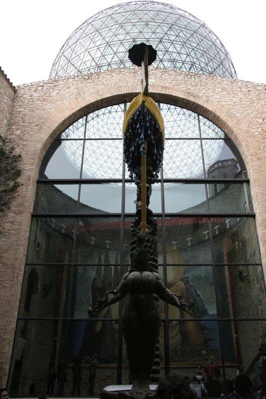 Театр-музей Сальвадора Дали в Фигейросе