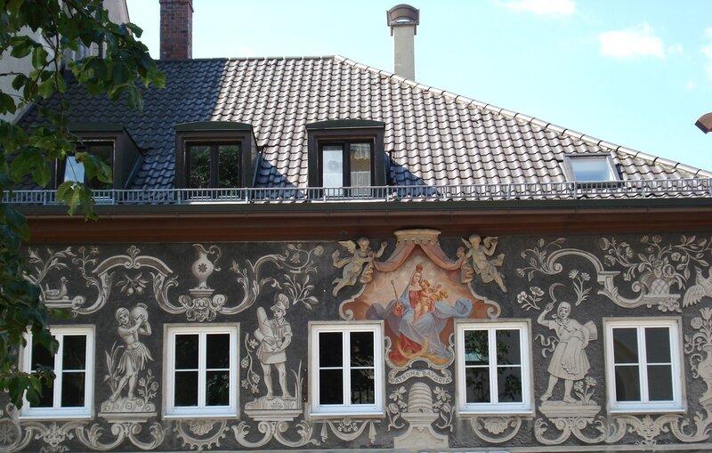 Серый домик