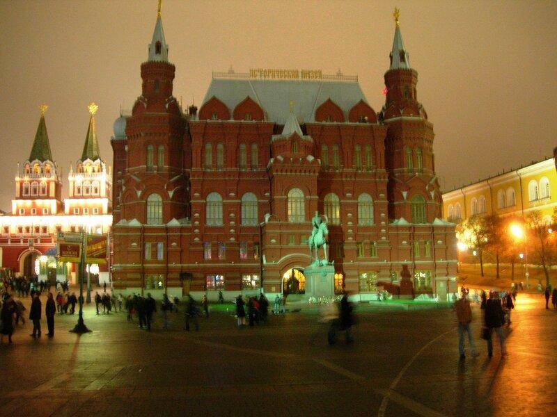 Красная площадь. Исторический музей, памятник Жукову.