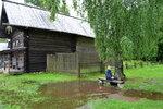 Села в лужу.)