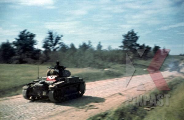 stock-photo-panzerkampfwagen-pzkpfw-ii-sd-kfz-121-ausf-a1a2a3--number-466-minsk-1941--19th-panzer-division-12263.jpg