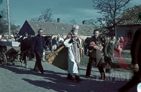 stock-photo-russian-orthodox-funeral-coffin-on-horse-wagon-russian-village-priest-22nd-panzer-division-1942-11815.jpg