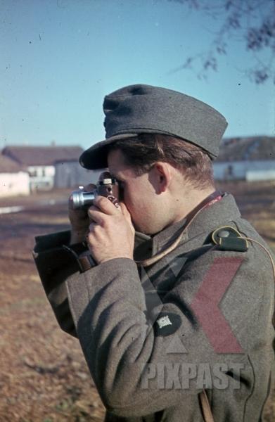 stock-photo-ww2-color-russia-1943-kriegsberichter-war-reporter-photographer-leica-camera-9039.jpg