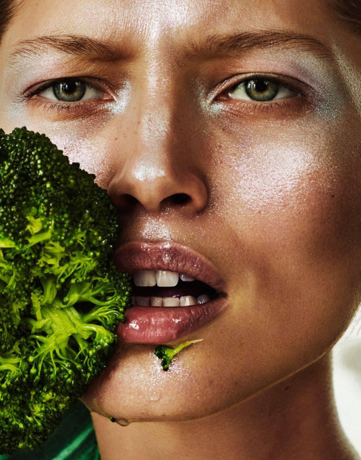 The New Green Power для Vogue Paris May 2017 / Модель Hana Jirickova Фотограф Alique