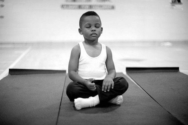 Школа заменила наказания на медитацию, и результаты удивительны