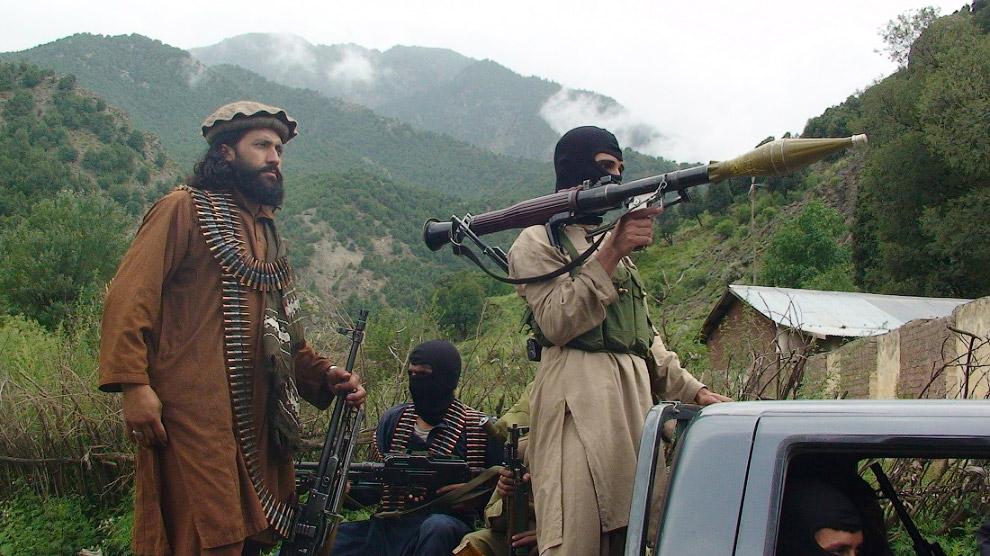 Наиболее опасные районы Пакистана — это территории вдоль границы с Афганистаном (контролируются