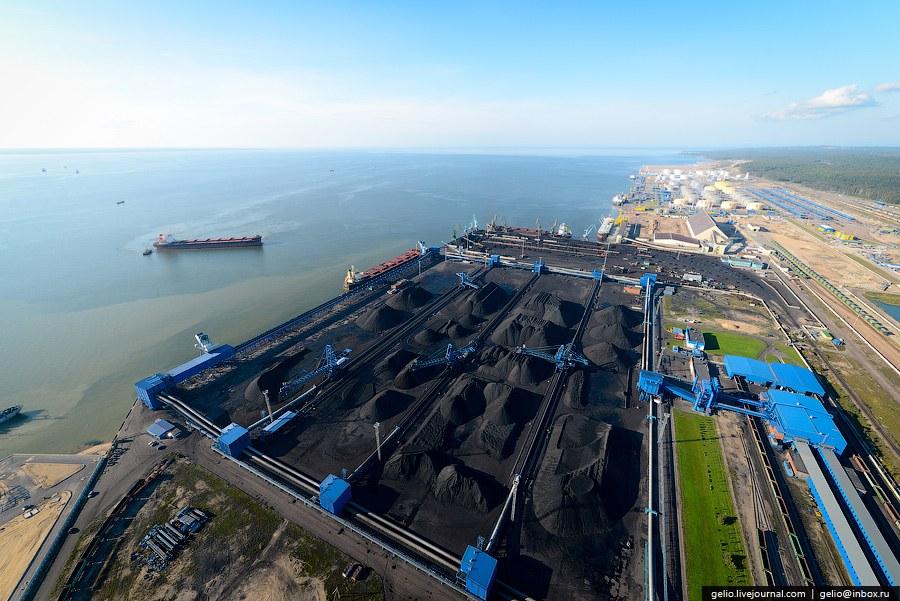 Порт Усть-Луга расположен на северо-западе России, в Ленинградской области, в 130 км от границы