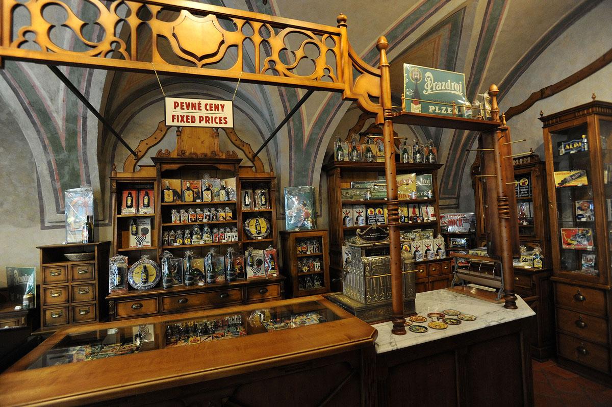 4. В средневековых помещениях расположены действующие магазины и рестораны. В несколько таких магази