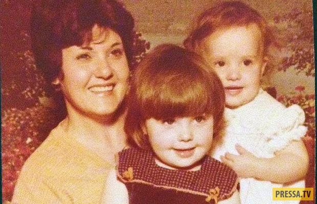На фото, из детства, Джорджина (в центре) вместе с матерью Тиной, справа — ее младшая сестра Пета.