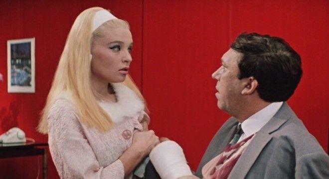 Почти полвека прошло с момента выхода фильма на экраны, а актриса выглядит всё так же сногсшибательн