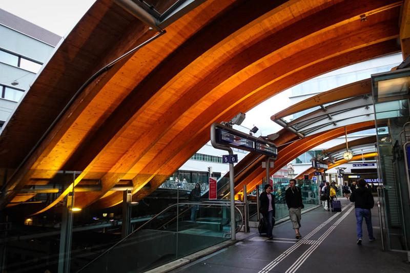 А это уже вокзал в Берне (да-да, в том самом, где пьяный воздух свободы сыграл с профессором Плейшне