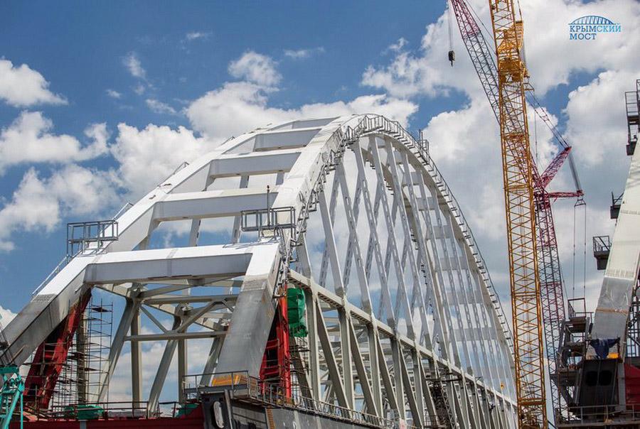 8. Арочные пролетные строения — самые габаритные элементы Крымского моста. Протяженность каждого – 2