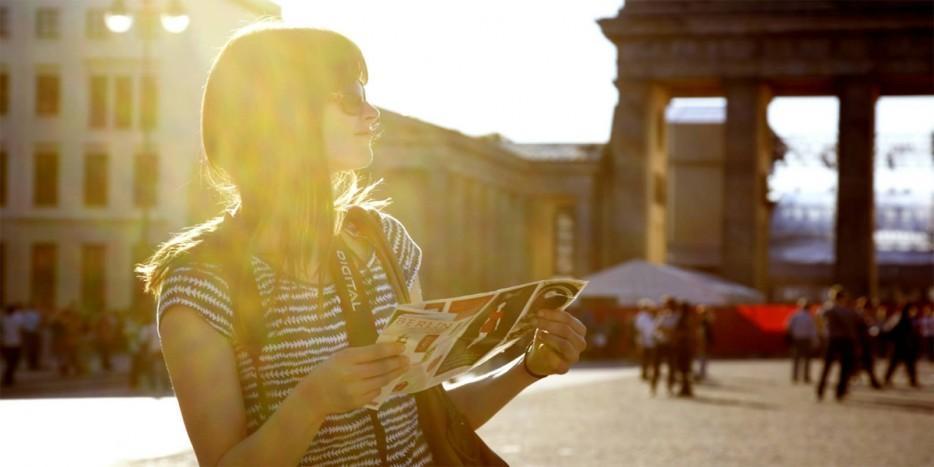 13. Забудьте о группах, ходите по городу самостоятельно Конечно, быть с группой туристов удобно, тем