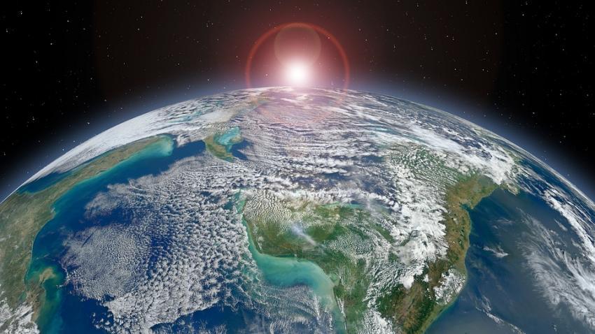Земля отдаляется отСолнца
