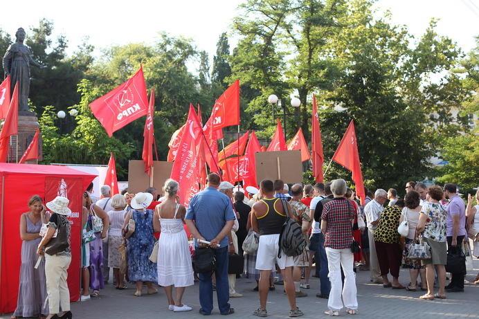 В разгар митинга было около 150 человек, и автор там был в этот момент, раз цитирует выступавших-pic3