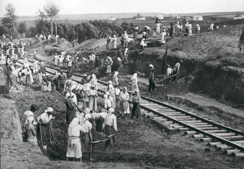 Жители Курской области на работах по восстановлению железнодорожных путей. 43.jpg