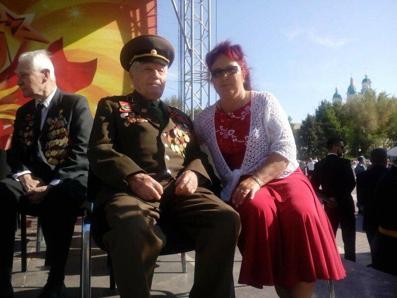 9 мая 2017 г.Астрахань перед началом парада. Отец и дочь