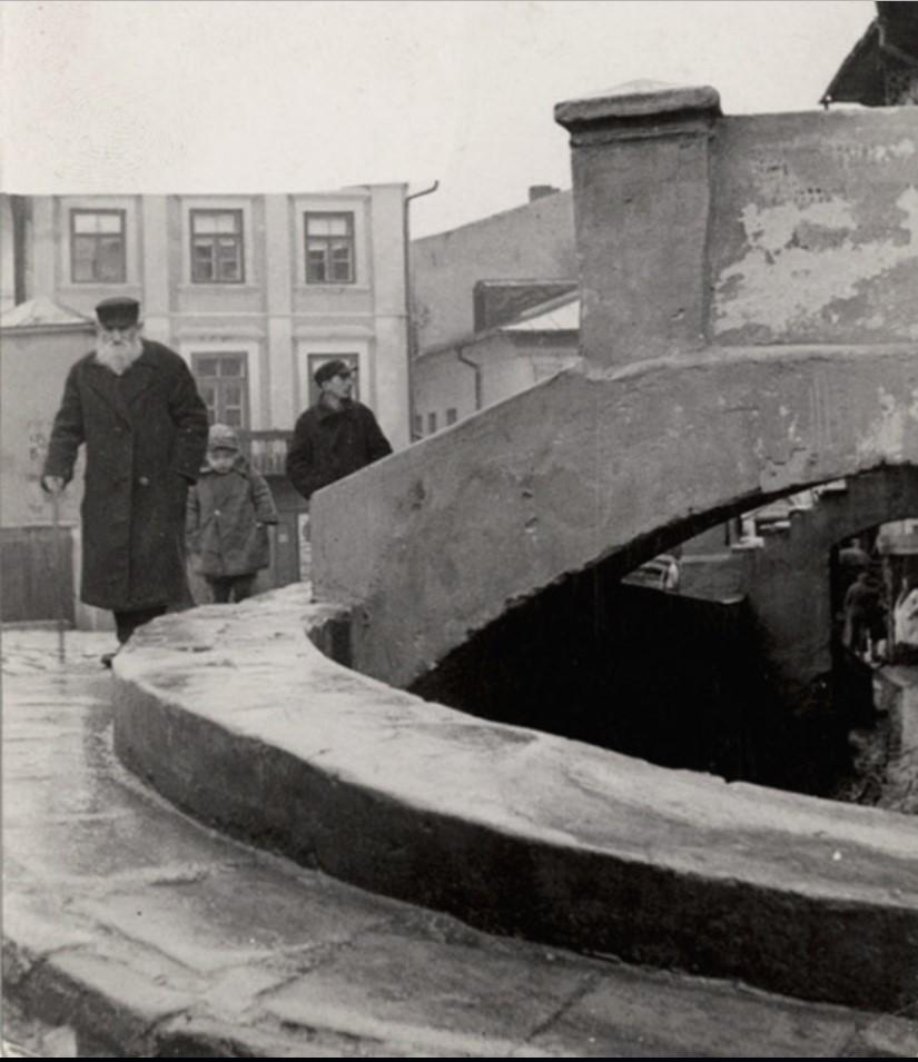 Вход в исторический дом раввина Гедалиягу (Годалии) (фрагмент)