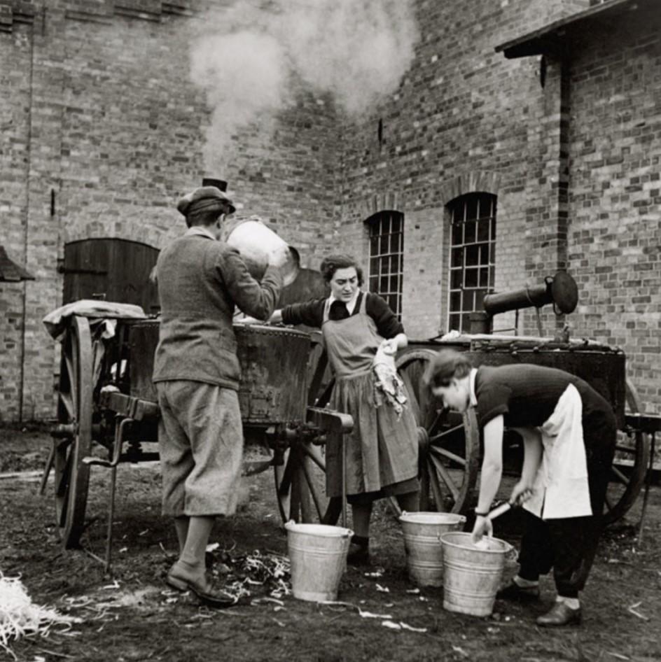 Беженцы стирают белье