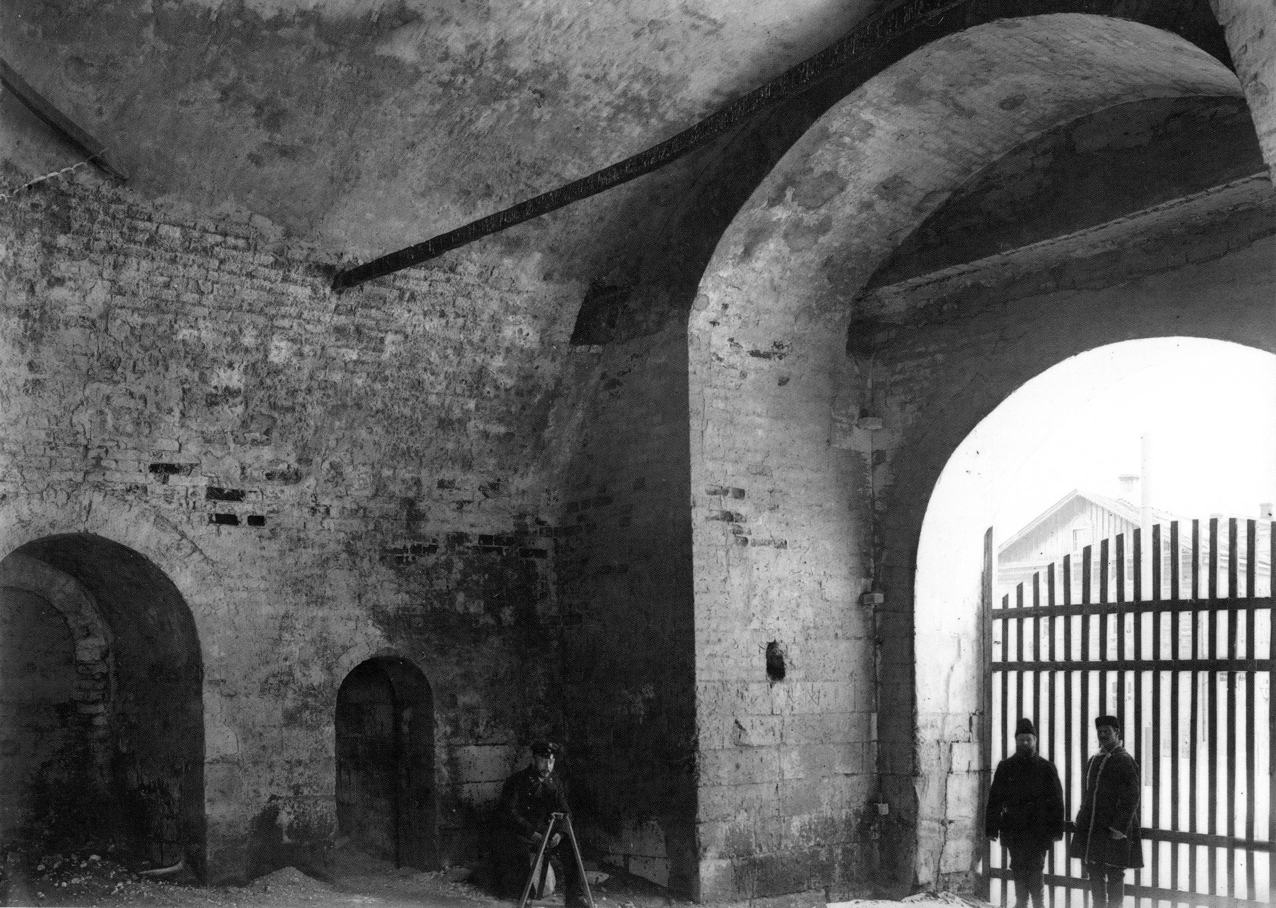 Внутри Никольской башни. Нижний ярус. 1903