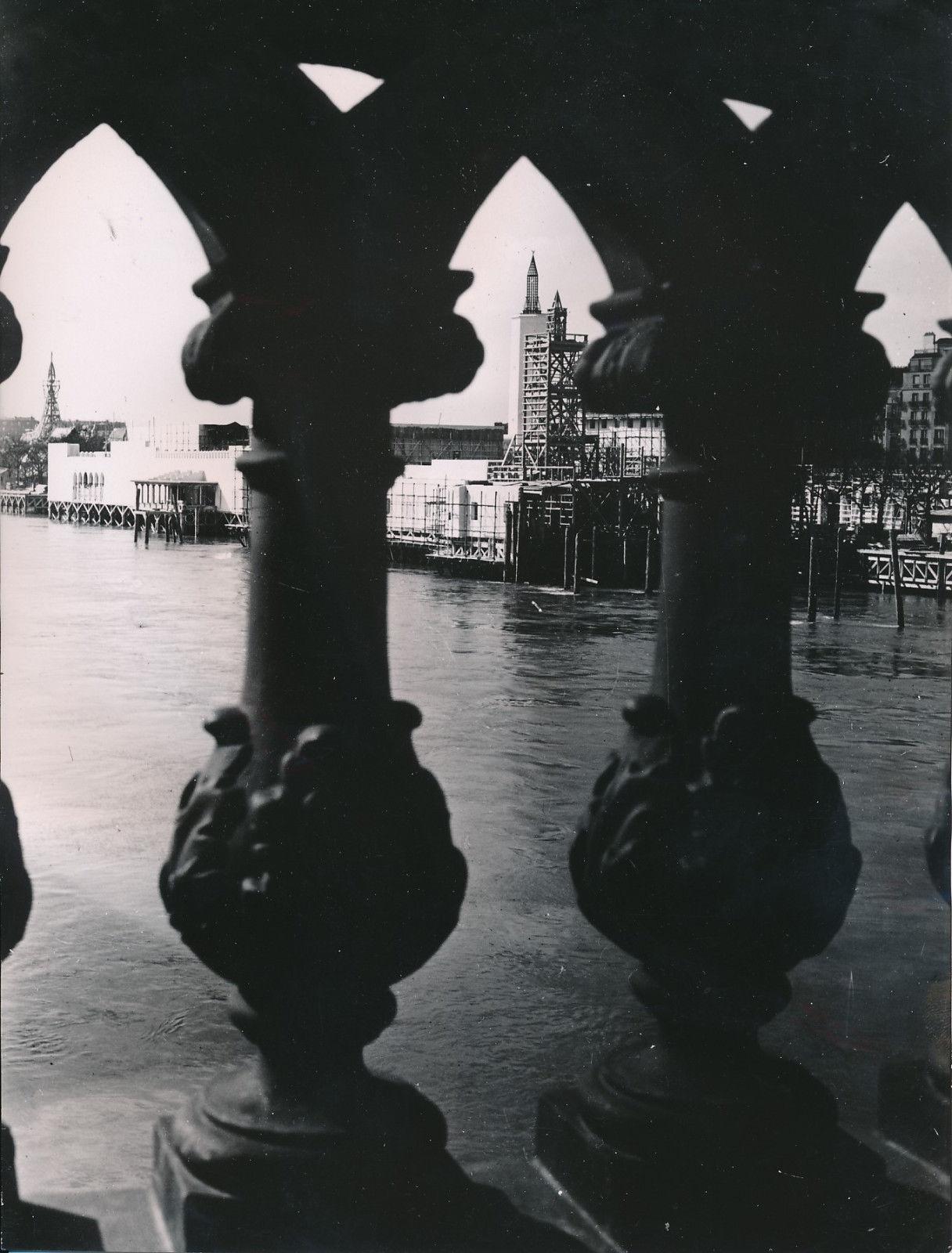 Строительство Выставки. Вид с Сены