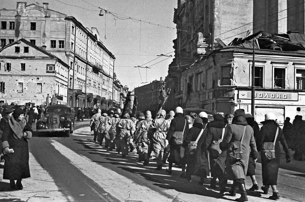 Сандружинницы на улице Кирова