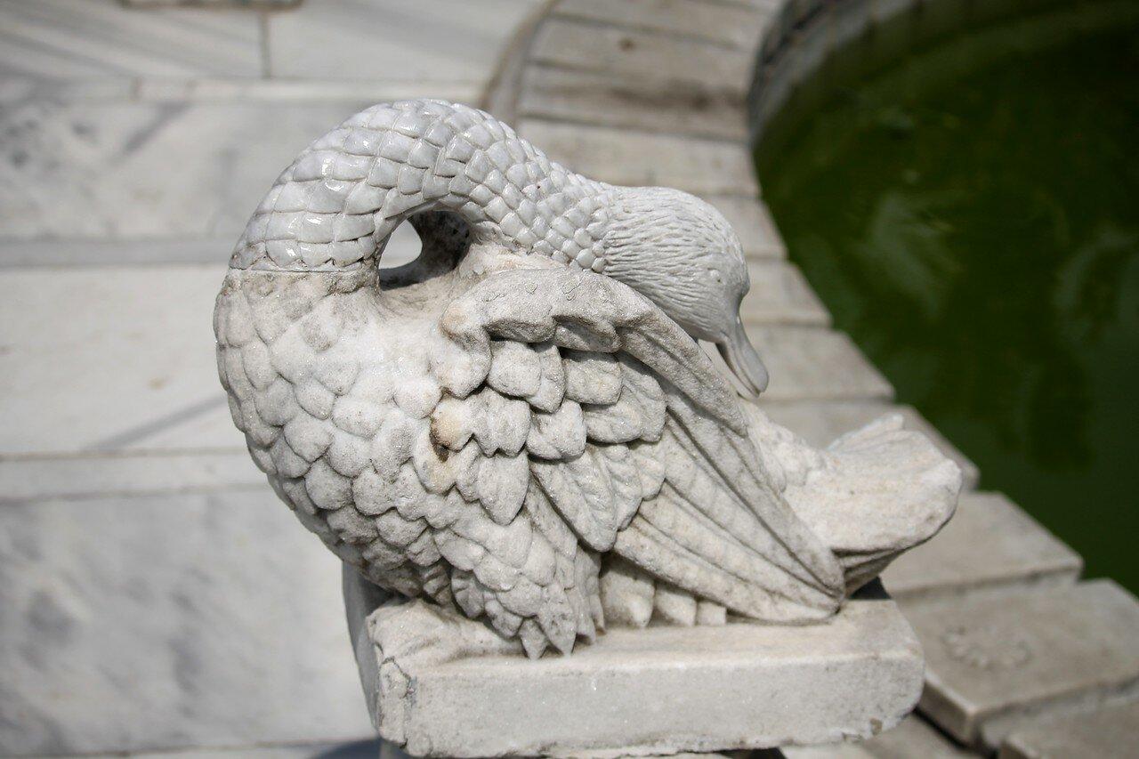 Стамбул, Дворец Долмабахче. Лебединый фонтан (Kuğulu Çeşme)