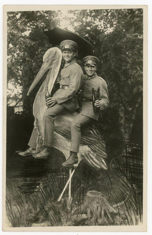 1930 год. Немецкие солдаты на деревянном аисте. Мюнстер, Германия.