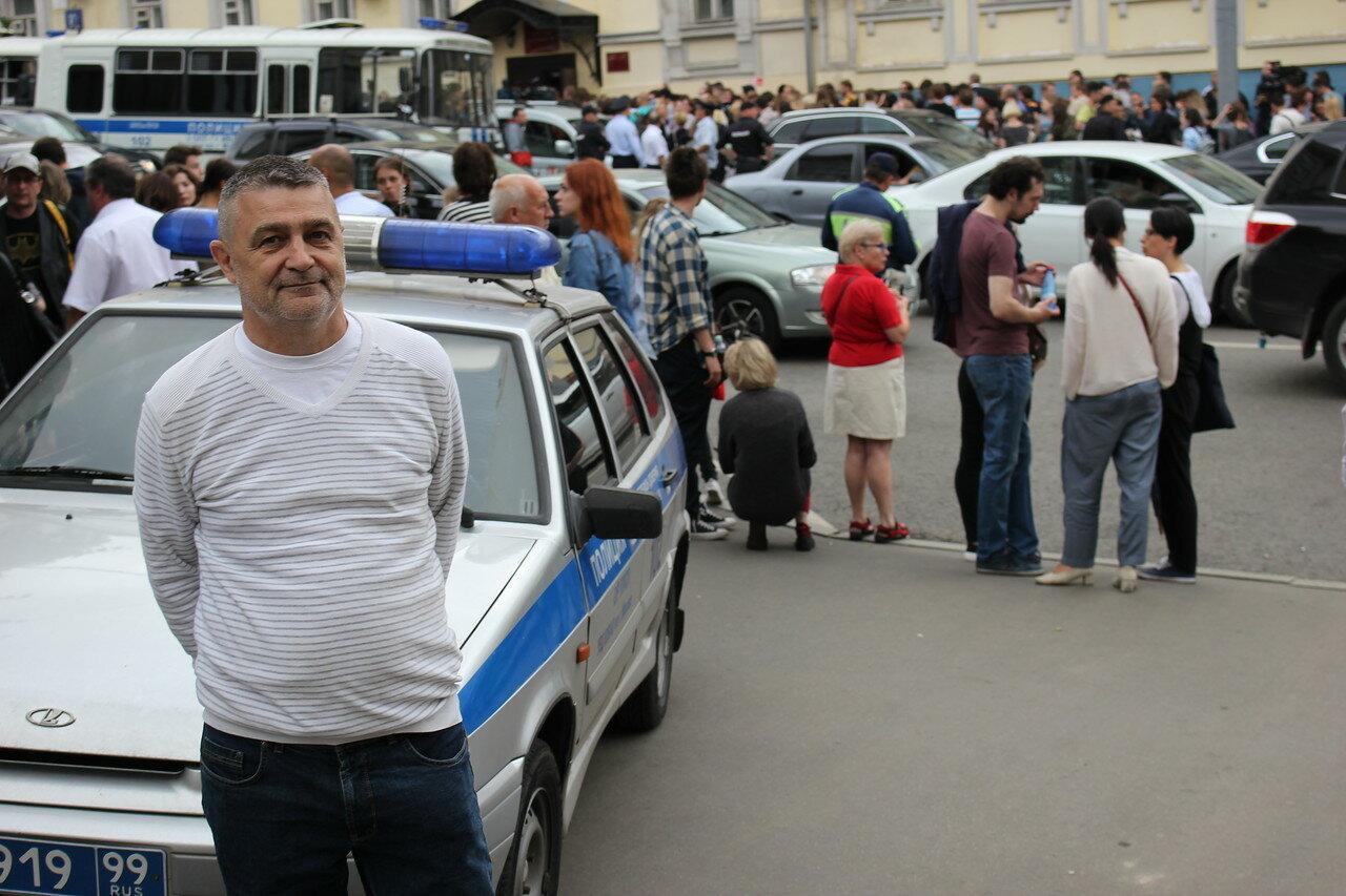 Суд поместил режиссера Серебренникова под домашний арест