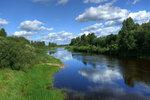 Купаются в реке облака