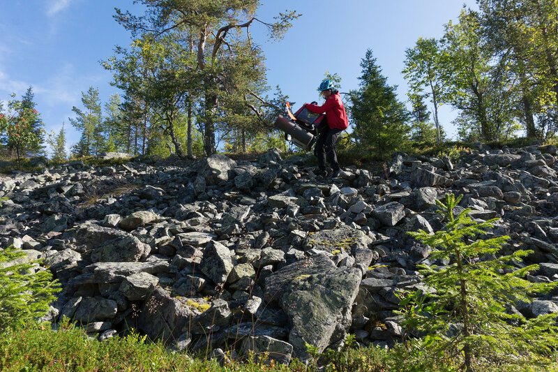 спуск велоприцепа Thule chariot cougar по камням