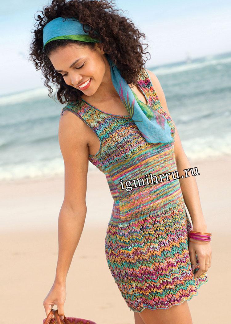 Летнее мини-платье с волнистым и ажурным узорами. Вязание спицами