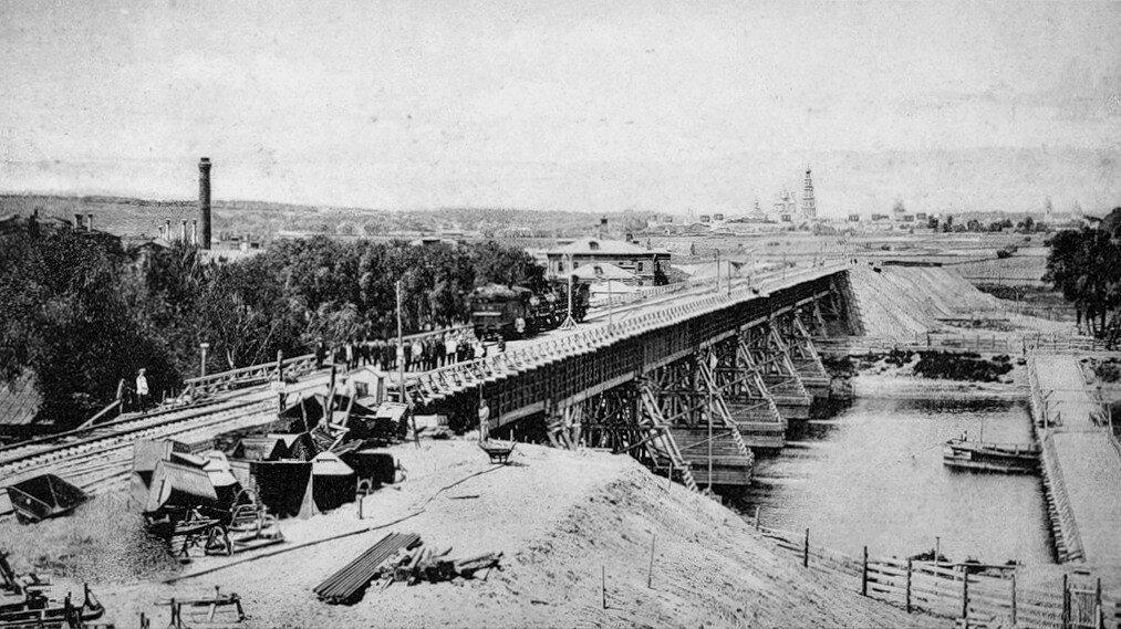 375007 Вид временного деревянного моста через Москва-реку.jpg Сергиевский 1905.jpg
