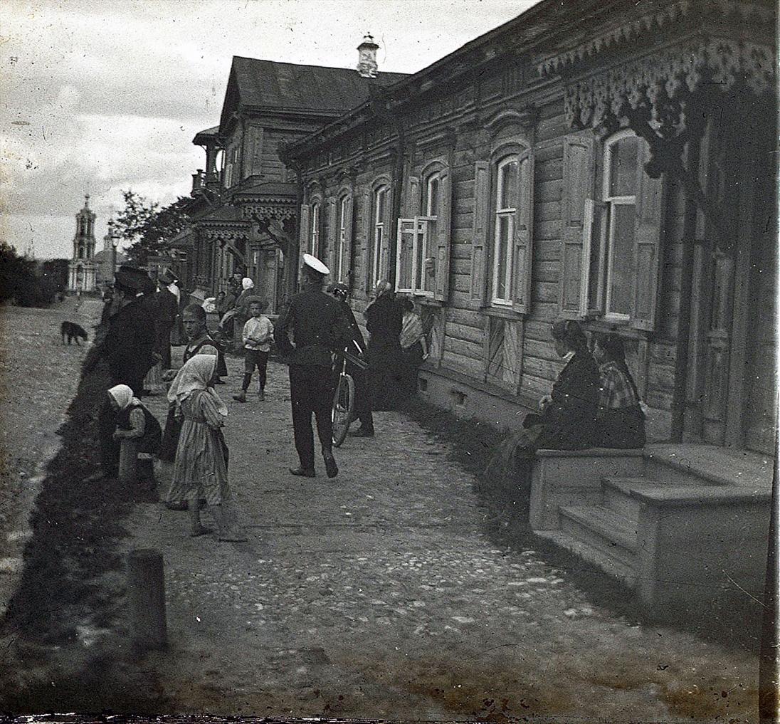 Владимирская улица. У дома М.И. Кокиной