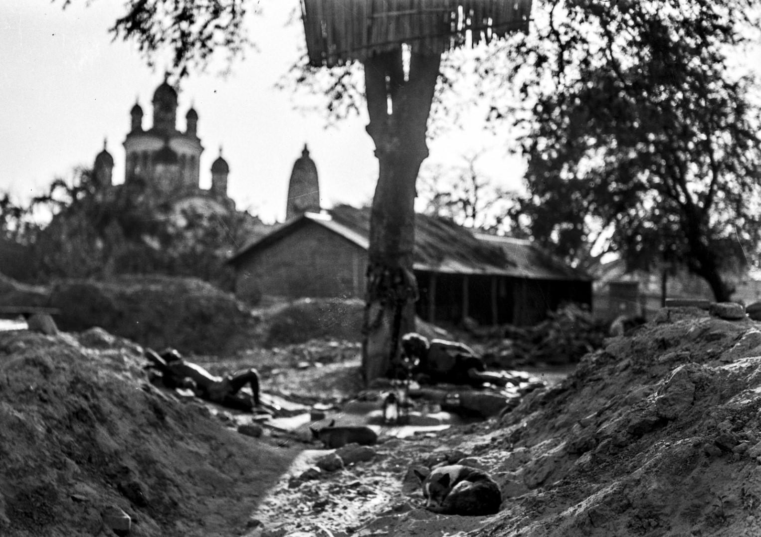 1285. Двое мужчин санньяси в Калигхате