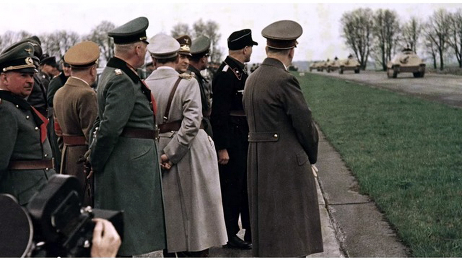 Color Adolf Hitler autobahn parade hetzer nazi officials.jpg