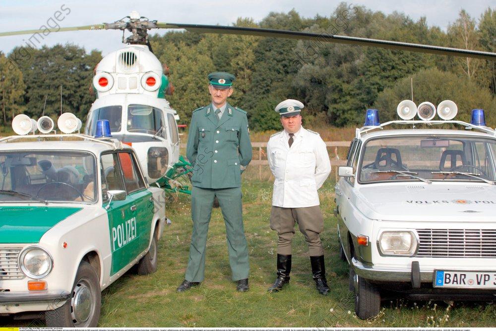 Finow, Flugplatz, DDR-Polizei - -