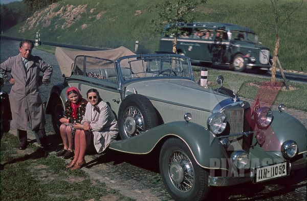stock-photo-mercedesbenz-380-cabriolet-b-austria-1938-with-tour-bus-behind-and-family-resting-beside-road-11790.jpg