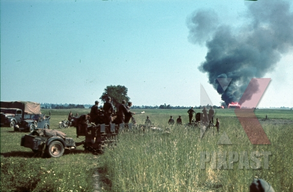 stock-photo-fire-on-russian-position-14th-panzer-division-russia-1941-12543.jpg