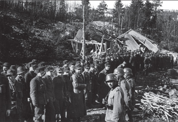 Hegra_Fortress_-_surrender_5_May_1940.jpg