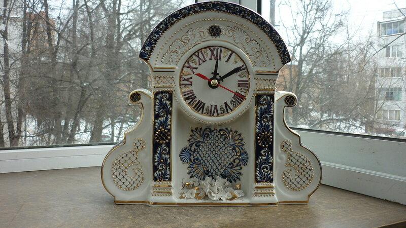 Фарфоровые часы.