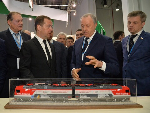 Д. Медведев оценил инвестпроекты области на пленуме вСочи