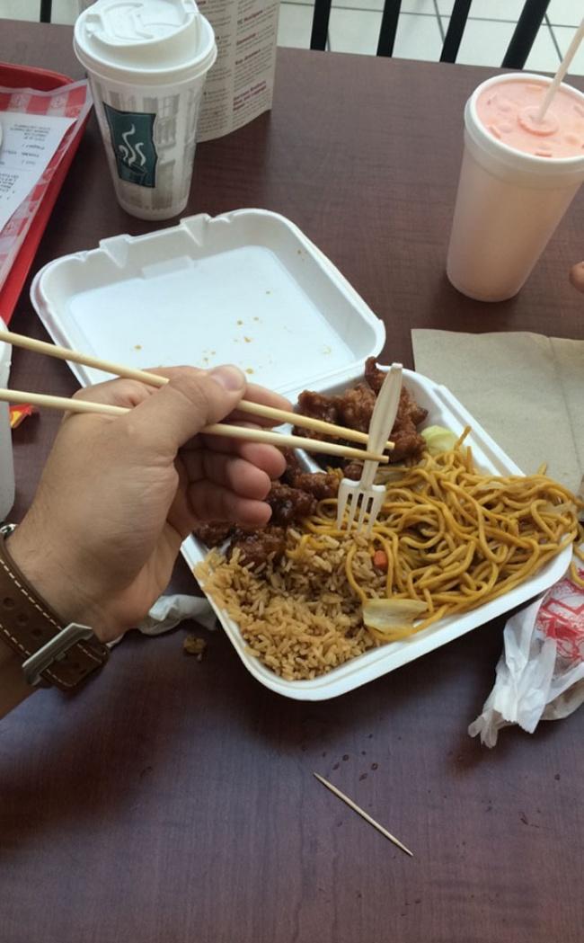 Не можете есть палочками — возьмите палочками вилку и ешьте ей.