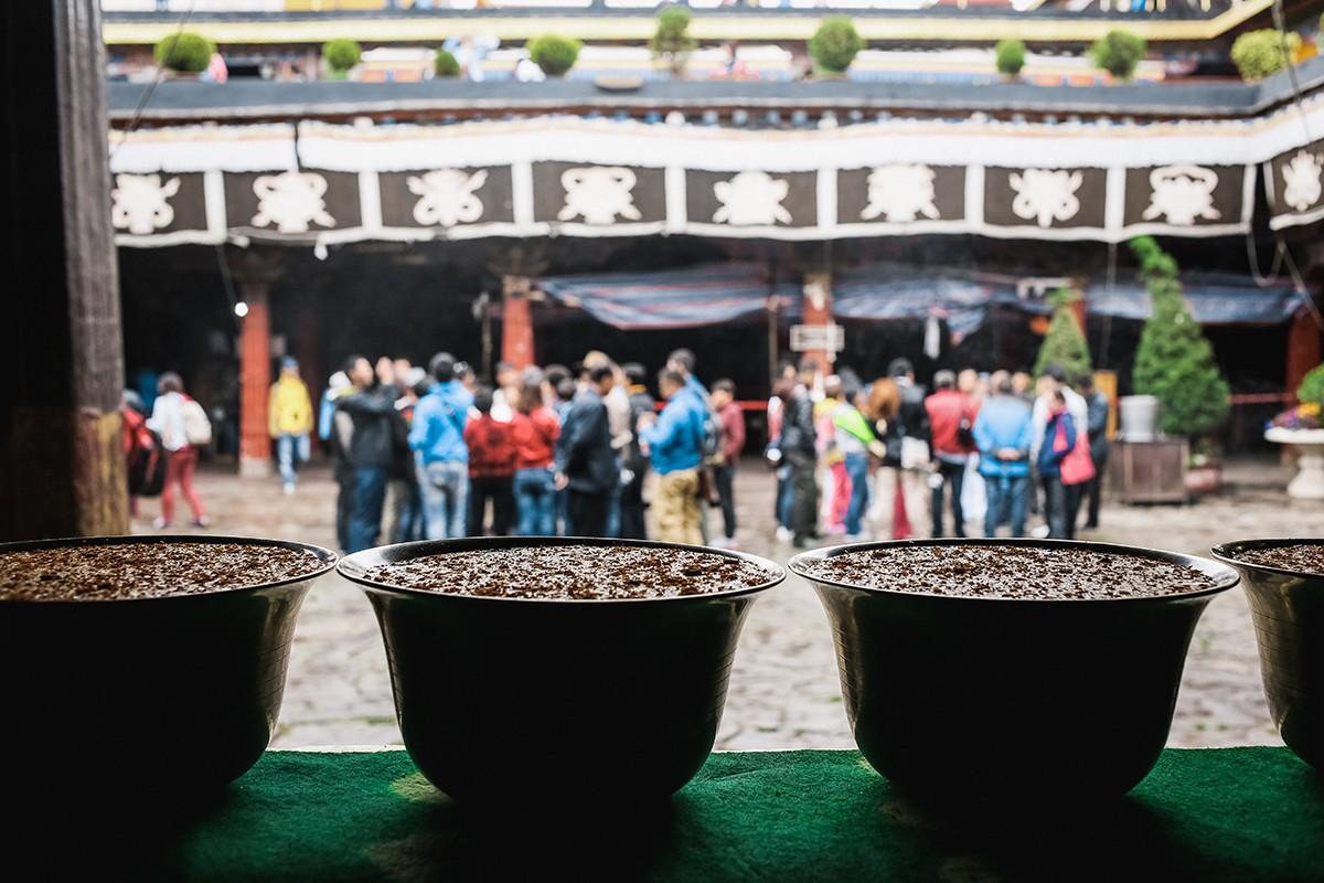27. Джоканг начал строить в 639 году знаменитый царь Сонгцен Гампо. Его жена, китайская принцесса Вэ