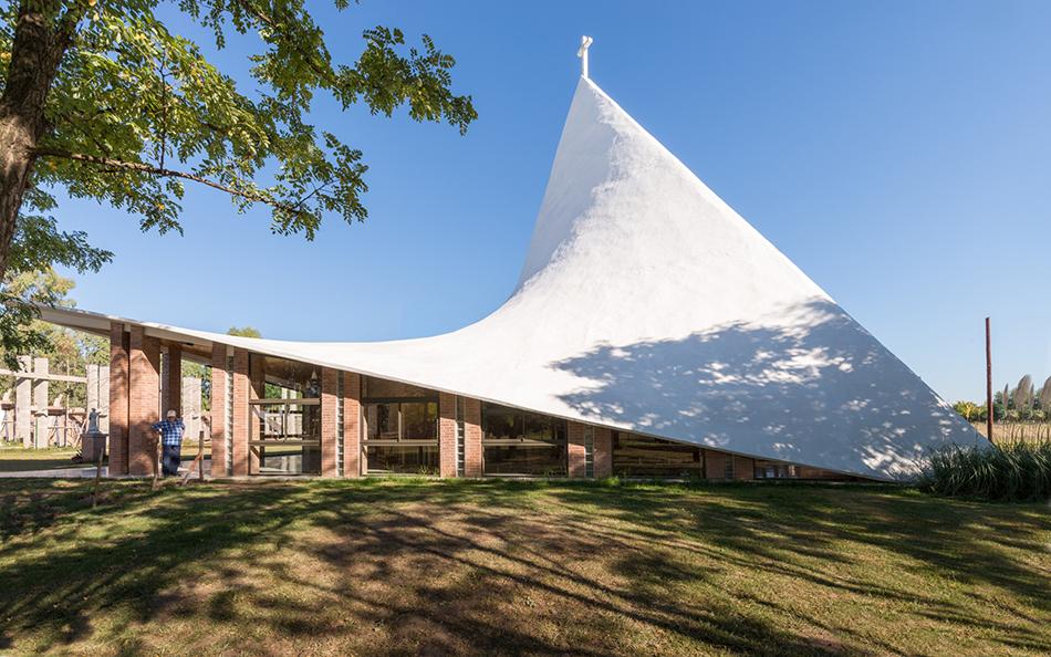 Часовня с «бумажной» крышей в Аргентине