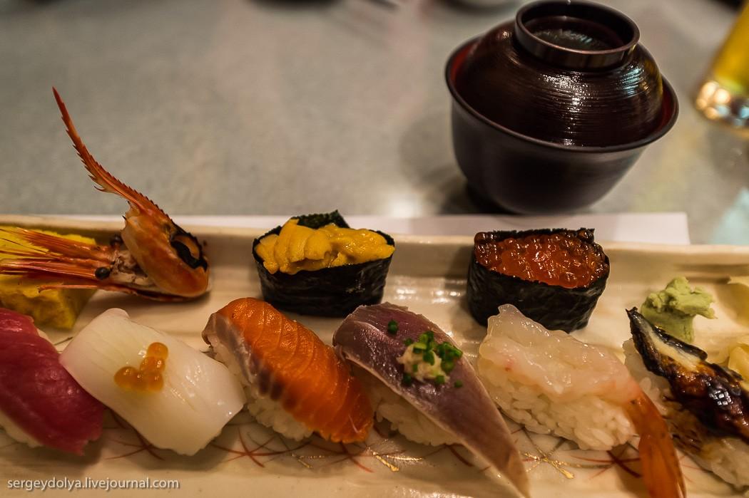 44. Ну разве что больше рыбы и меньше риса — это единственное различие. Наш гид сказал, что русская