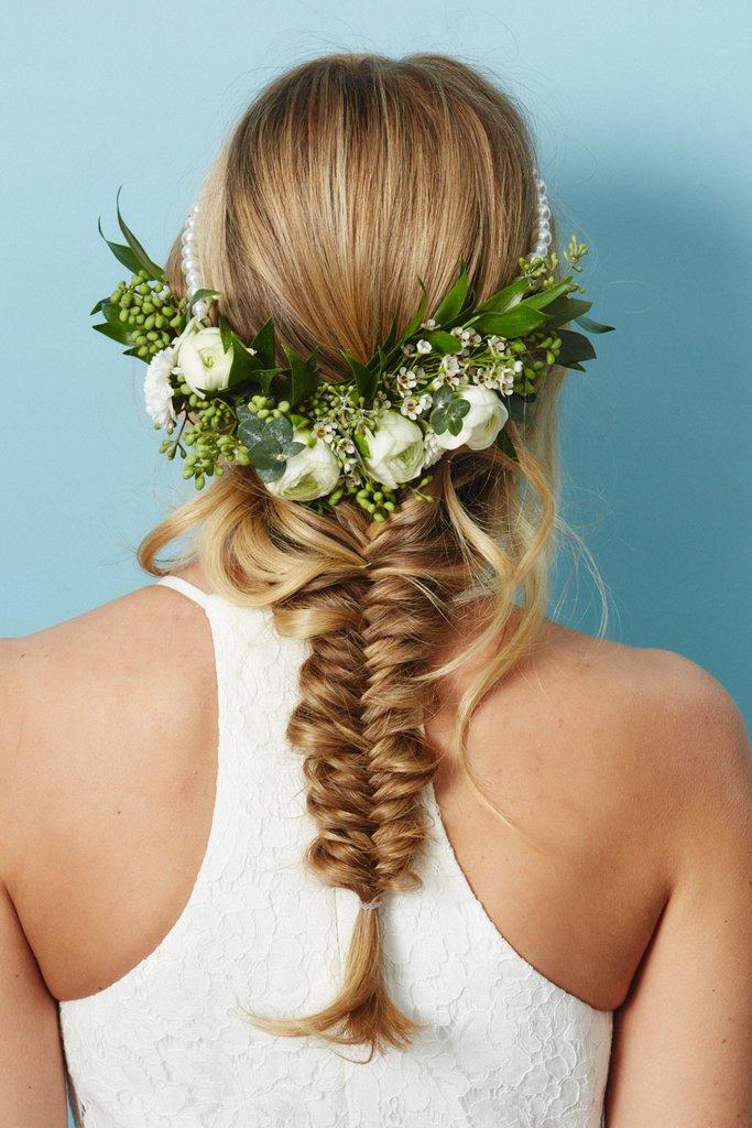 свадебные-прически-с-цветами2.jpg