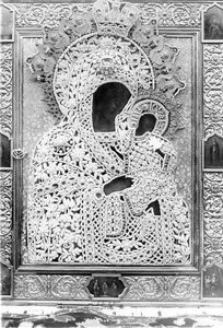 Икона Коневской Божией Матери в окладе.
